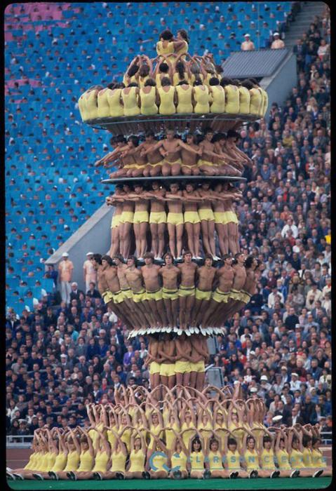 Башня из спортсменов на церемонии открытия Олимпийских игр в Москве, 1980 г.