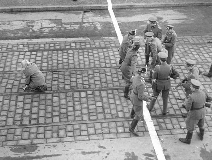 Девушка-перебежчица, сумевшая добраться до Западного Берлина