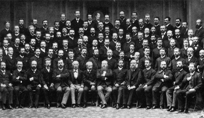 Венский филармонический оркестр в составе 1885 года. Дирижёр Ганс Рихтер