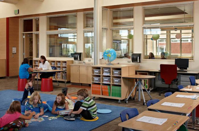 В Финляндии нет обязательной школьной формы. Многие уроки проводятся в свободном формате