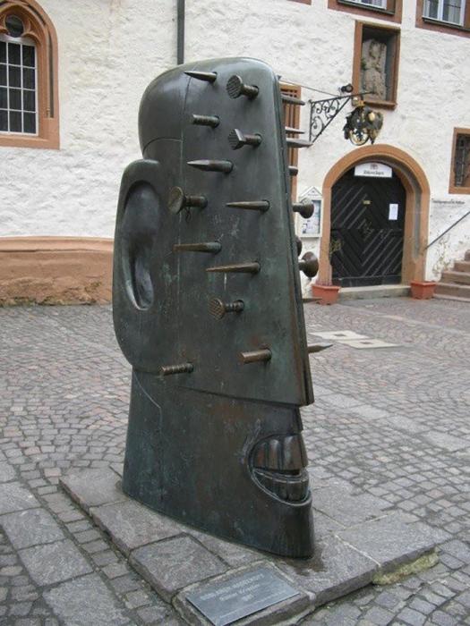 Голова-гвоздь в Госларе, Германия