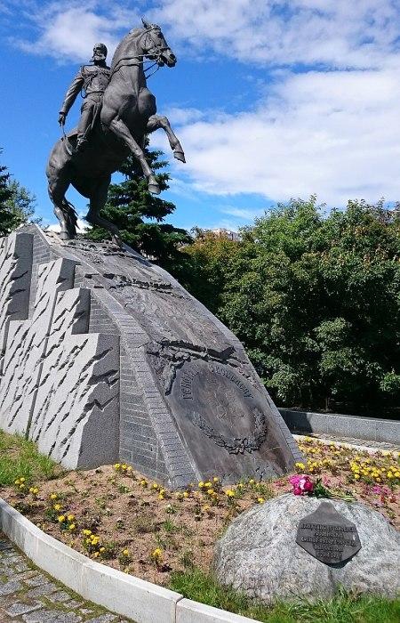 Современный памятник генералу Скобелеву в сквере у Академии Генерального штаба МО РФ