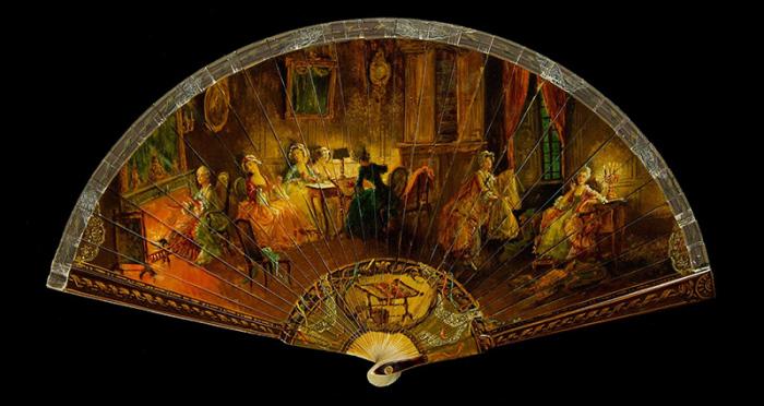 Веер с росписью – бытовые сцены