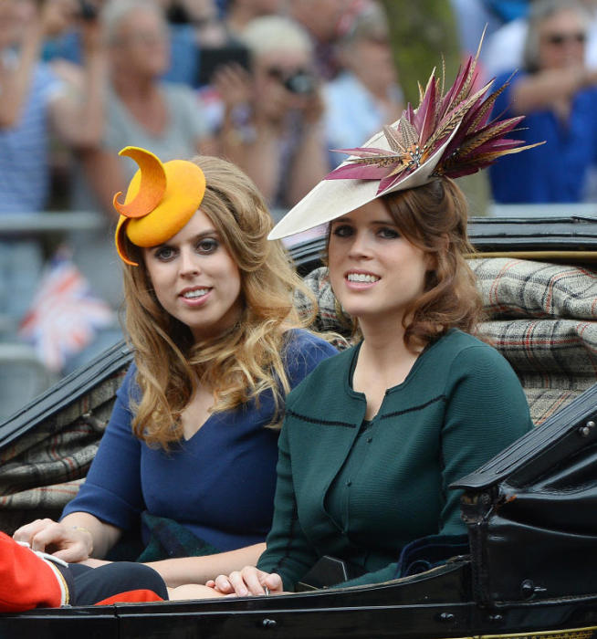 Их королевские высочества принцессы Беатриса и Евгения Йоркские