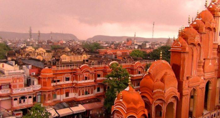 Город Джайпур в Индии выстроен из розового песчаника