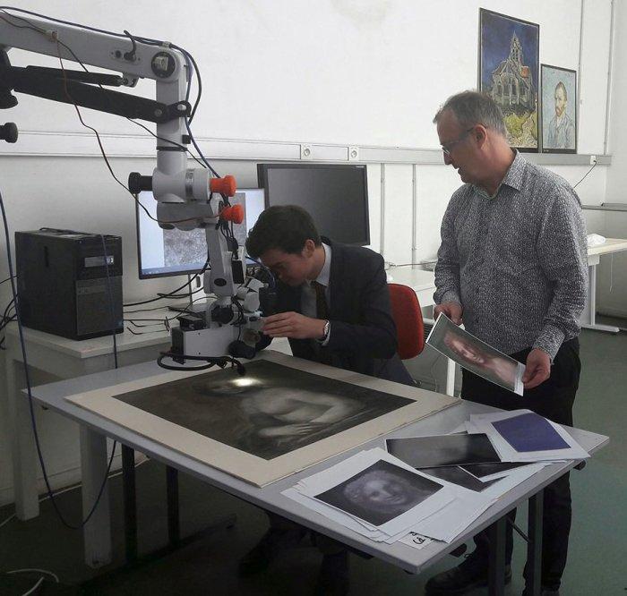 Сотрудники лаборатории Лувра исследуют нашумевший рисунок