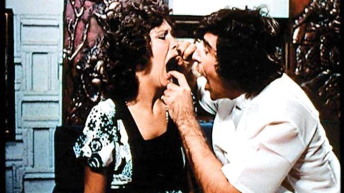 Линда Лавлейс и Гарри Римс, кадр из фильма «Глубокая глотка»