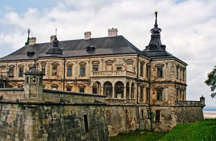 Подгорецкий замок — хорошо сохранившийся дворец с оборонительными сооружениями на востоке Львовской области, село Подгорцы