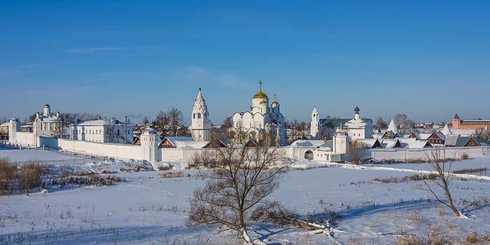 Суздальский монастырь зимой