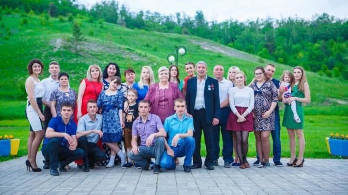 Одна из самых многодетных семей в России. Валентина и Анатолий Хромых вырастили 20 детей.