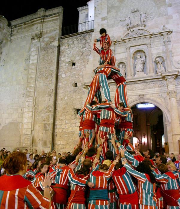 Муишеранга – праздник уличных танцев с показом гимнастических пирамид, проходящий 7-8 сентября в испанском городе Альхемеси, в 30 км от Валенсии.