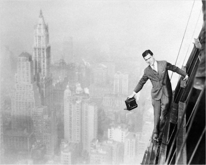 Для того чтобы получить удачный снимок, Чарльз Эббетс сам совершал чудеса ловкости на высоте