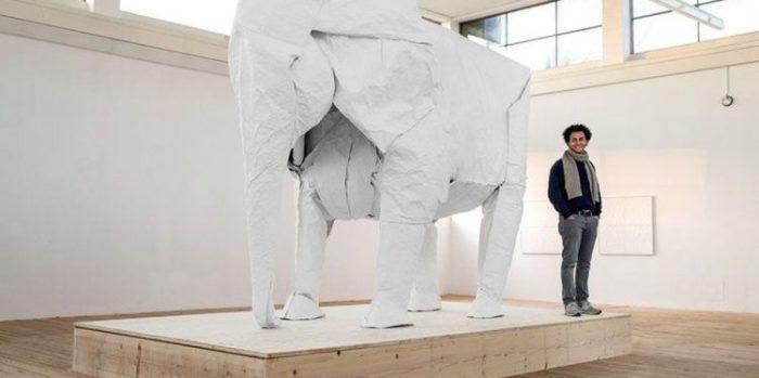Сифо Мабона, оригами «Слон» (размер фигуры - около 3 метров в высоту)
