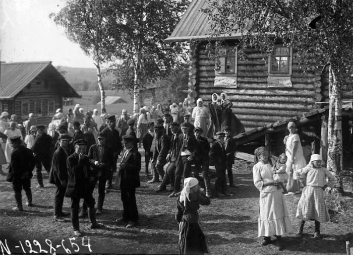 Беликов А.А., Деревенское гулянье во время празднования дня Пантелеймона, Карелия, Олонецкий р-он. 1927 год