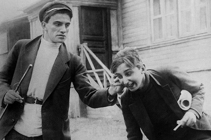 Кадр из фильма «Барышня и хулиган», 1918 год