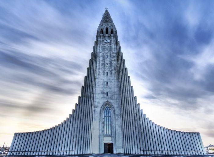 Церковь Hallgrímskirkja, Исландия, построена в 1975 году (освящена в 1986)