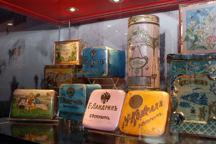 Старинные коробочки от монпасье