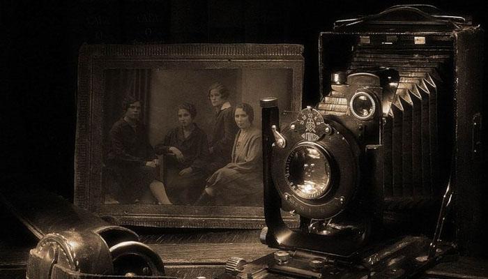 Рассматривая старинные фотографии, можно многое узнать о жизни людей 100 лет назад