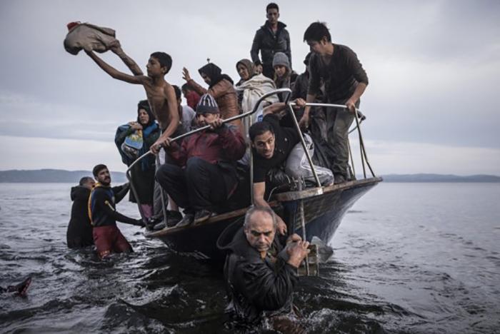 Мигранты на лодке из Турции подошли к деревне недалеко от Скалы (Греция), Пулитцеровская премия 2016 года