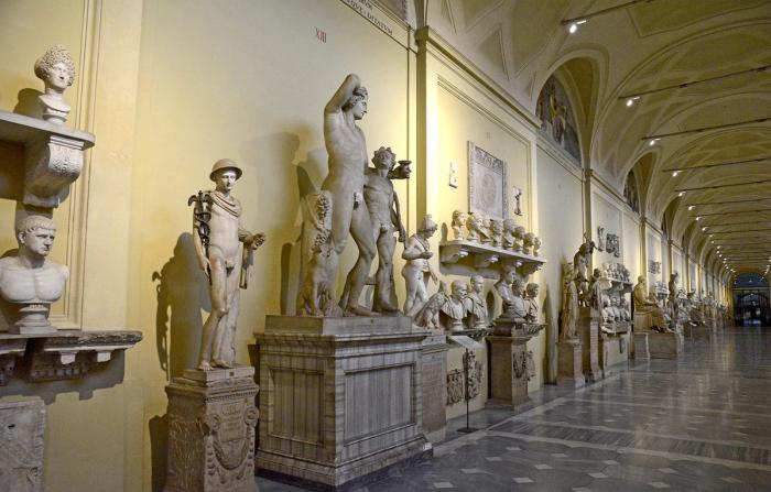 Зал Ватиканского музея Кьярамонти
