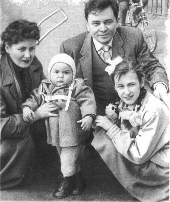 Конон Молодый с семьей