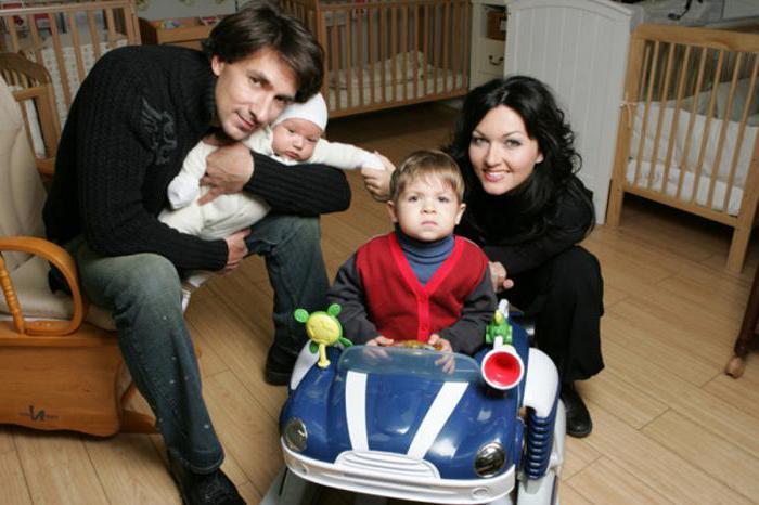 Григорий Антипенко и Юлия Такшина с двумя сыновьями