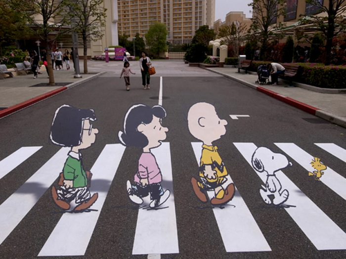 3D рисунки на дорогах напоминают водителям о необходимости ездить осторожно