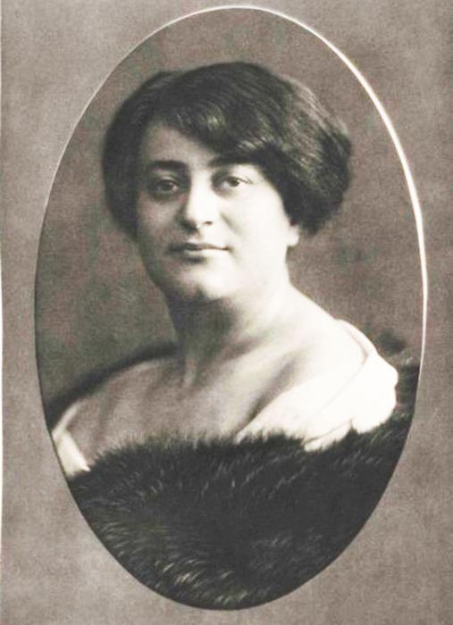 Эмма Лёвенштамм, около 1909 года