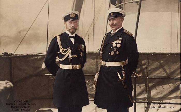 Бъёркский договор подписывался лично императорами Николаем II и Вильгельмом II недалеко от балтийского острова Бьёркё на борту королевской яхты «Полярная звезда»