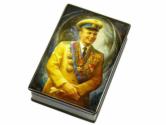 Федоскинская миниатюра. Портрет Гагарина.