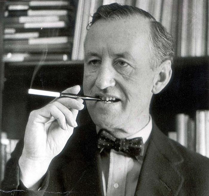 Английский журналист и писатель Ян Флемминг, автор серии романов о Джеймсе Бонде