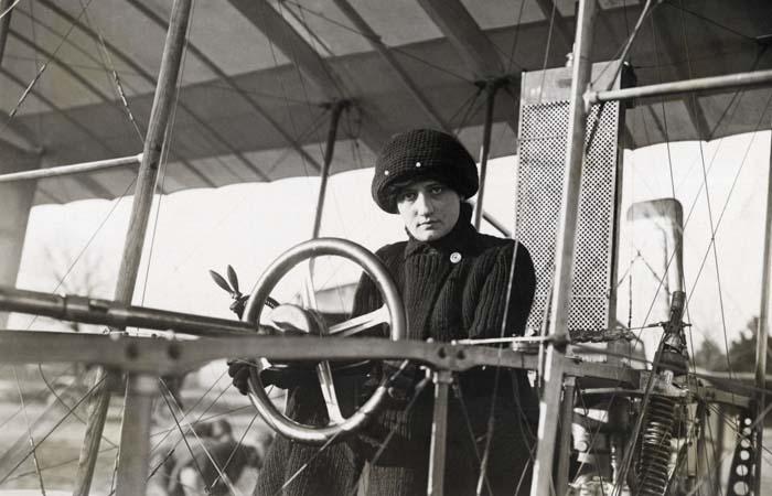 Раймонда де Ларош – первая в мире женщина-пилот