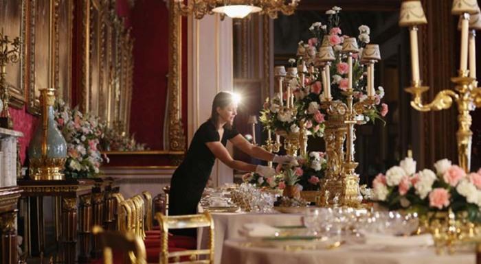 Подготовка к королевскому банкету, Букингемский дворец
