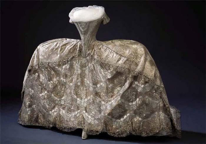 Свадебное платье Эдвиж Элизабет Шарлотты, принцессы Голштейн-Готторпской, которая выходила замуж за шведского короля