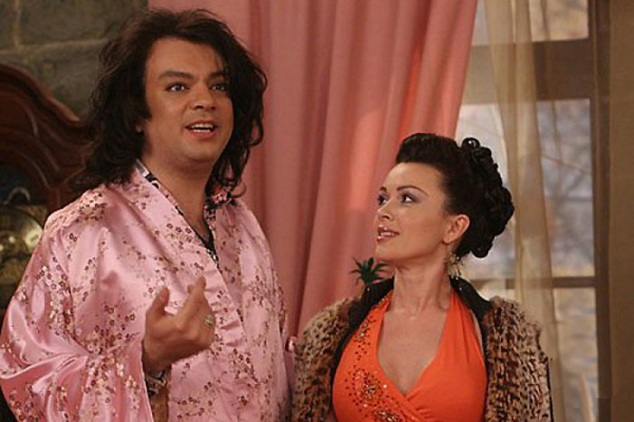 В одном из эпизодов сериала «Моя прекрасная няня» Филипп Киркоров с юмором обыграл скандальную ситуацию с журналисткой в розовой кофточке