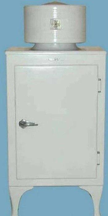 Старинный охладительный шкаф начала XX века