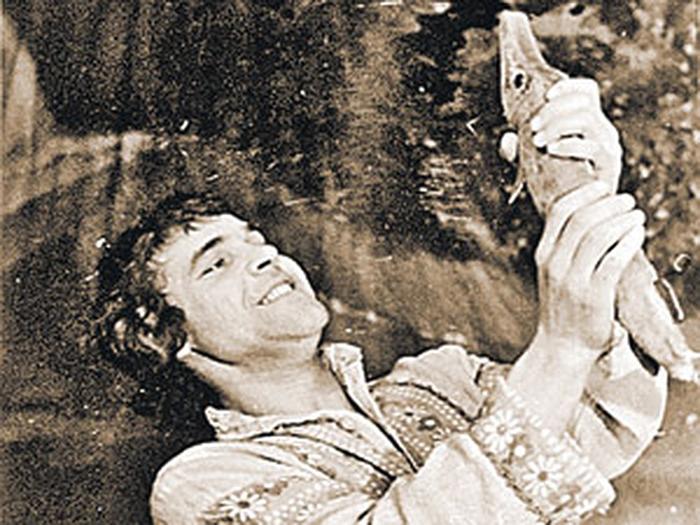 Одна из первых ролей Алексея Булдакова в Карагандинском театре – Емеля, «По щучбему велению»