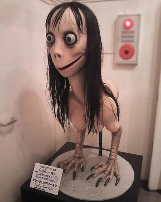 "Скульптура Мидори Хаяси ""Птица-мать"", ставшая аватаром вирусного бота Момо"