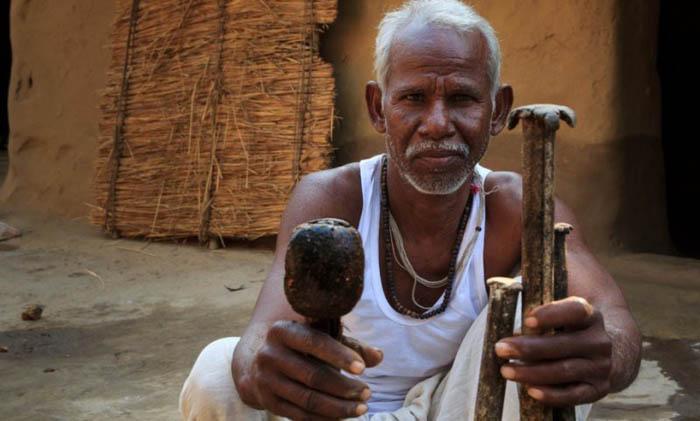 С помощью этих средневековых инструментов и своей силы Дашратх Манджхи смог обработать около 7,5 тысяч кубометров горной породы