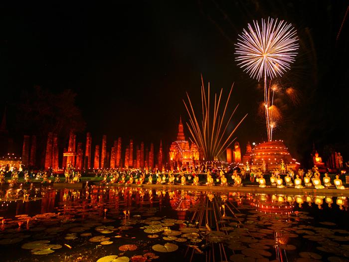 В некоторых областях в конце праздника устраивают роскошный фейерверк