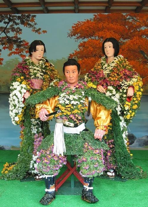 С 1910 года хризантема официально считается национальным цветком Японии