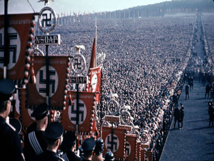 Митинг сторонников Гитлера в 1937 году
