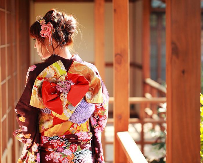 В кимоно нет ни одной пуговицы – весь наряд держится на ремешках и завязках