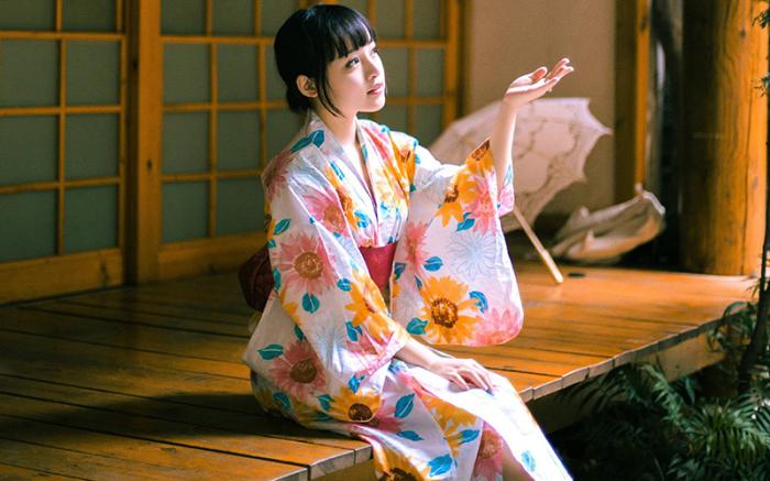Традиционные кимоно шьют специальными мягкими нитями, которые меньше «травмируют» ткань, но легче рвутся сами