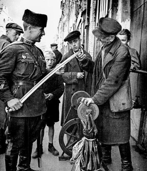 Точильщик ножей, 1942 год