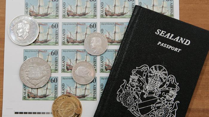 В непризнанном, но гордом государстве вам могут не только выдать паспорт, но и наделить дворянским титулом