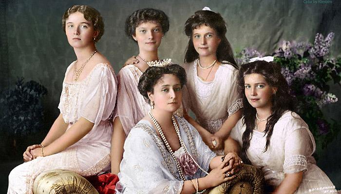 Четыре дочери Романовых с матерью