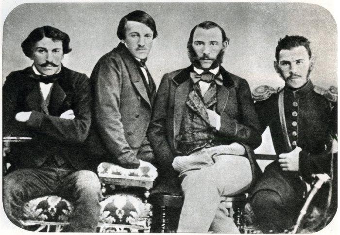 Братья Толстые, Лев Николаевич крайний справа