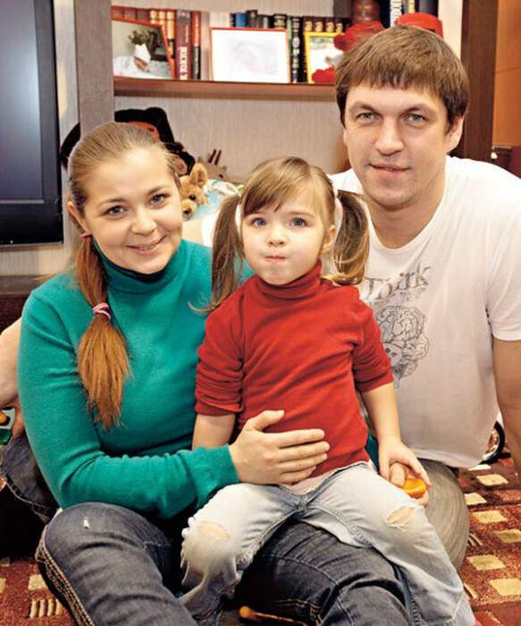 Ирина Пегова и Дмитрий Орлов с дочерью. / Фото: www.ivona.bigmir.net
