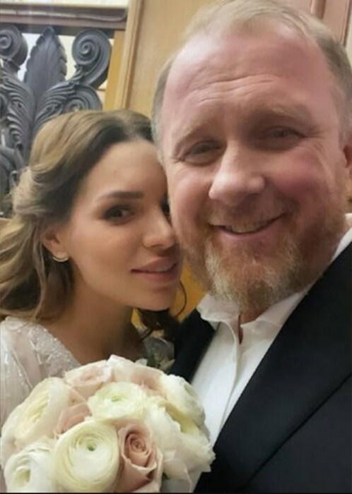 Константин Ивлев и Лера Куденкова в день бракосочетания. / Фото: www.foodnewstime.ru
